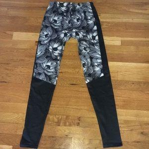 Pants - Black/White Floral Print  stretchy leggings NWOT